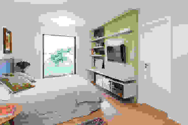 Modern style bedroom by Escritorio de Arquitetura Karina Garcia Modern