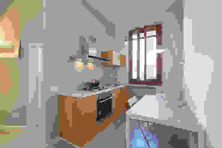 現代廚房設計點子、靈感&圖片 根據 Officine Liquide 現代風 木頭 Wood effect
