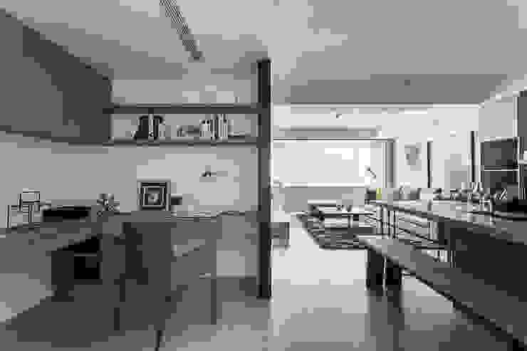 書房、餐廳、客廳 根據 E&C創意設計有限公司 簡約風