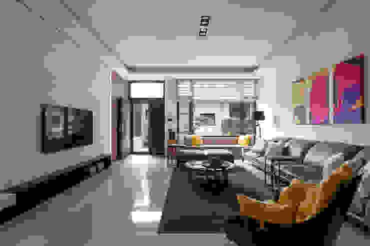 品鑒藝術 现代客厅設計點子、靈感 & 圖片 根據 楊允幀空間設計 現代風
