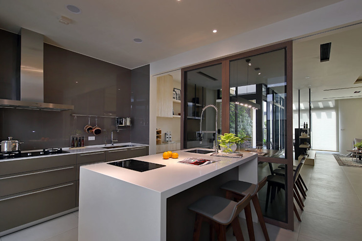 隨意隨心,恰如其分的空間 現代廚房設計點子、靈感&圖片 根據 楊允幀空間設計 現代風