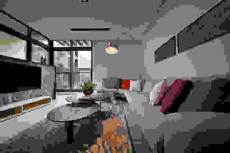 隨意隨心,恰如其分的空間 现代客厅設計點子、靈感 & 圖片 根據 楊允幀空間設計 現代風