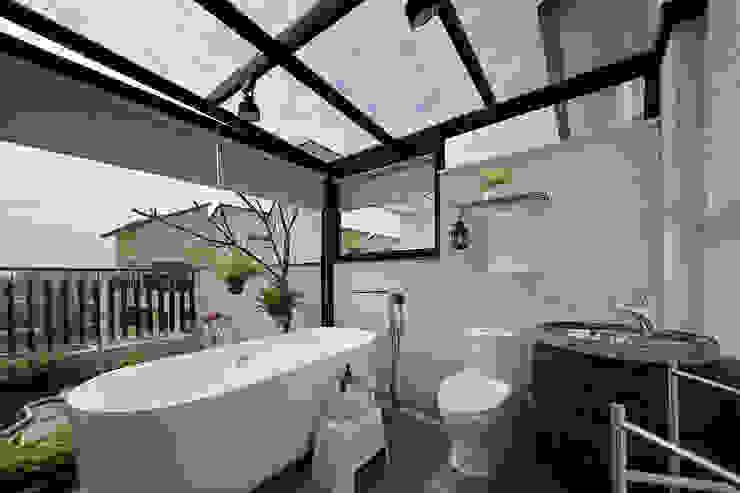Modern bathroom by 楊允幀空間設計 Modern