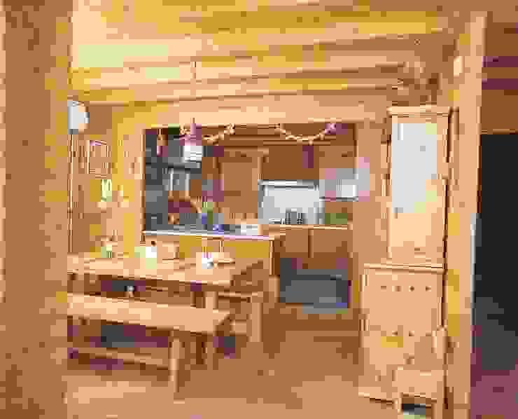 Salle à manger rustique par Rusticasa Rustique Bois massif Multicolore