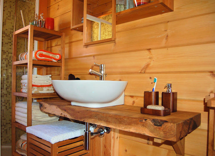 Salle de bain rustique par Rusticasa Rustique Bois massif Multicolore