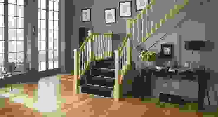 Classic Oak Staircase in Warwick Styling Stair World Коридор Дерево Дерев'яні