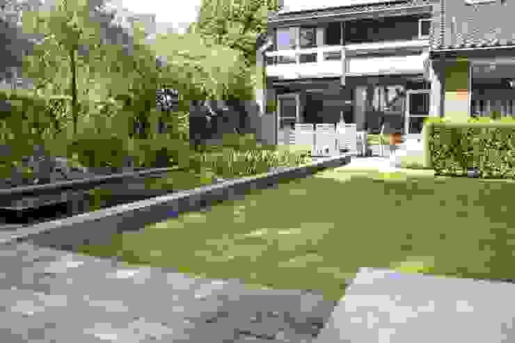 De vijver als verbinding van Dutch Quality Gardens, Mocking Hoveniers