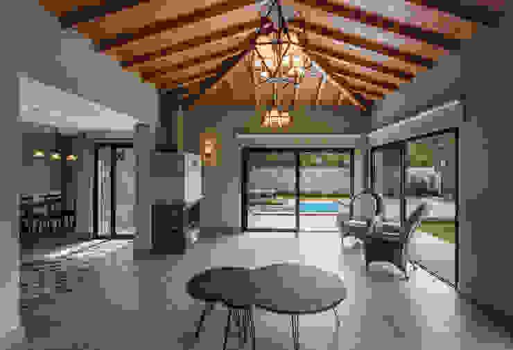 Hipped roof by Egeli Proje, Modern Wood Wood effect