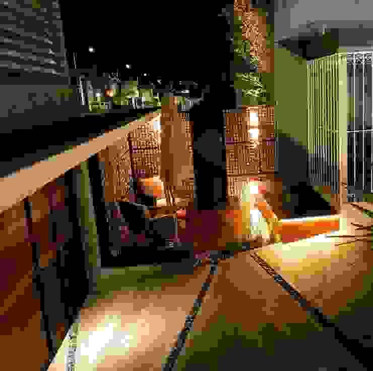 Modern balcony, veranda & terrace by [GM+] Arquitectos Modern Wood Wood effect