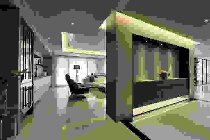 從容 現代風玄關、走廊與階梯 根據 楊允幀空間設計 現代風