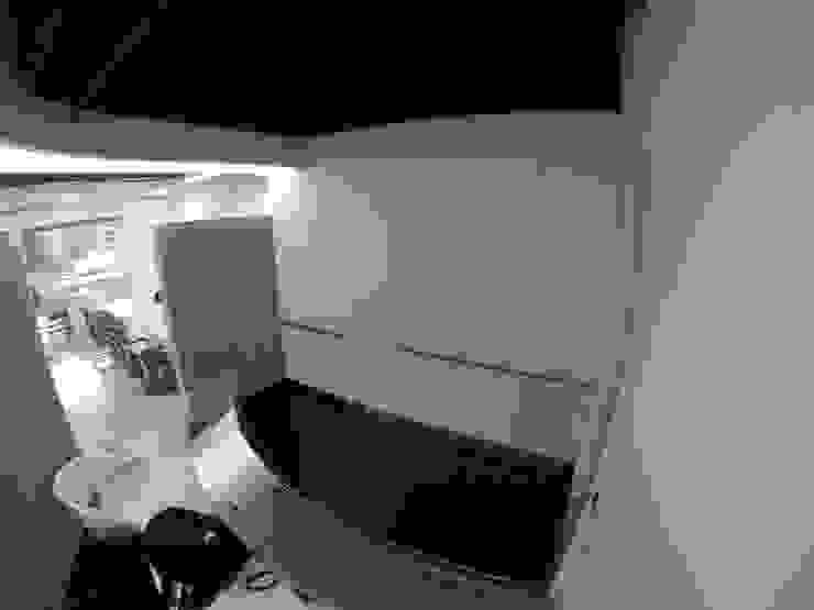 Mueble de almacenamiento de MODE ARQUITECTOS SAS Moderno Madera Acabado en madera