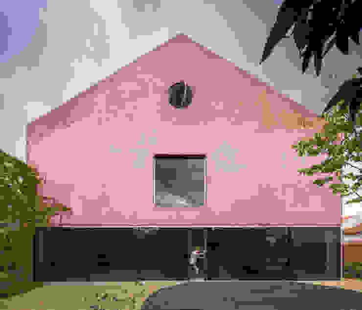 Casa Vermelha: Casas  por EXTRASTUDIO,Mediterrânico