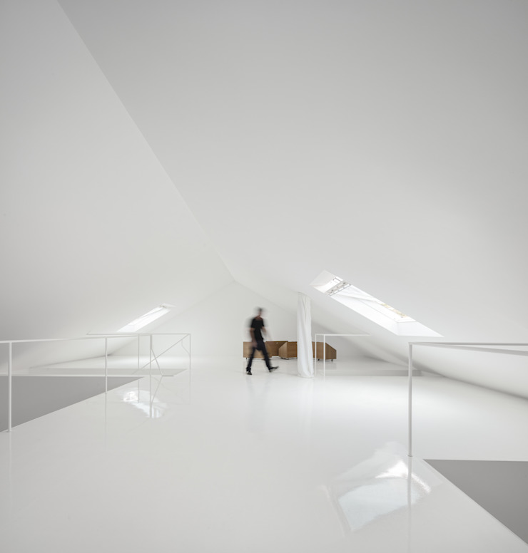 Red House EXTRASTUDIO Mediterranean walls & floors