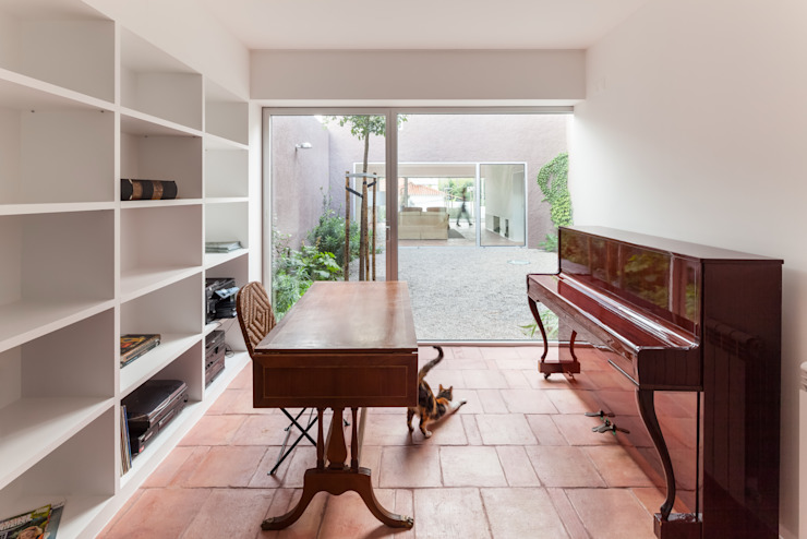 House with Three Courtyards EXTRASTUDIO Mediterranean style study/office