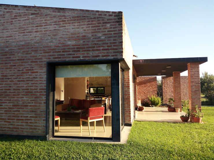 Minimalist windows & doors by Marcelo Manzán Arquitecto Minimalist