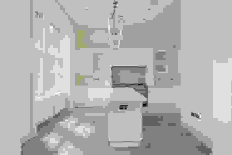 Кухни в . Автор – Stange Kraft Ltd, Модерн Твердая древесина Многоцветный