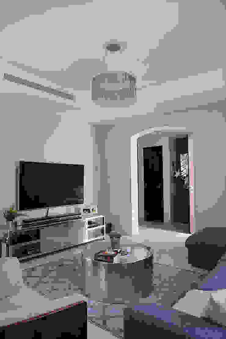 Alma Home Salones de estilo ecléctico de Harf Noon Design Studio Ecléctico