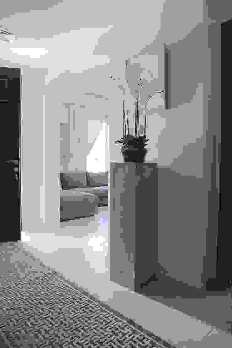 Alma Home Pasillos, vestíbulos y escaleras de estilo ecléctico de Harf Noon Design Studio Ecléctico