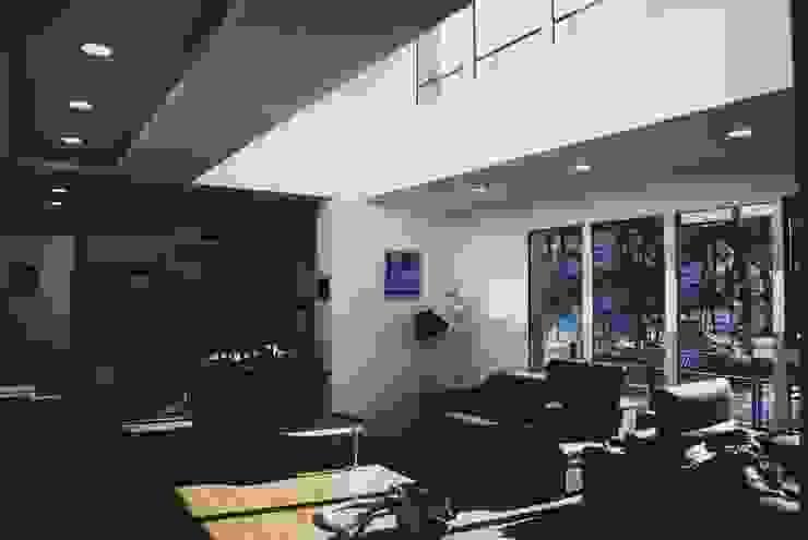 Black House (강원도 평창 전원주택)-거실 모던스타일 거실 by 위즈스케일디자인 모던