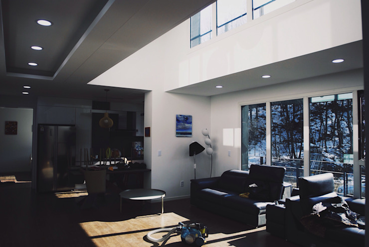 Salas de estar modernas por 위즈스케일디자인 Moderno