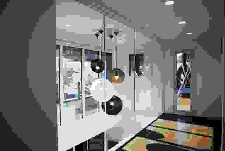 Black House (강원도 평창 전원주택)-2층복도 모던스타일 복도, 현관 & 계단 by 위즈스케일디자인 모던