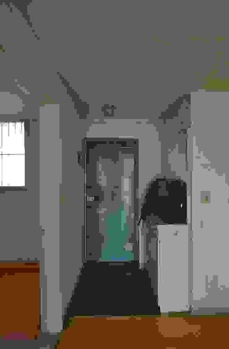 누보인테리어디자인 Nowoczesny korytarz, przedpokój i schody