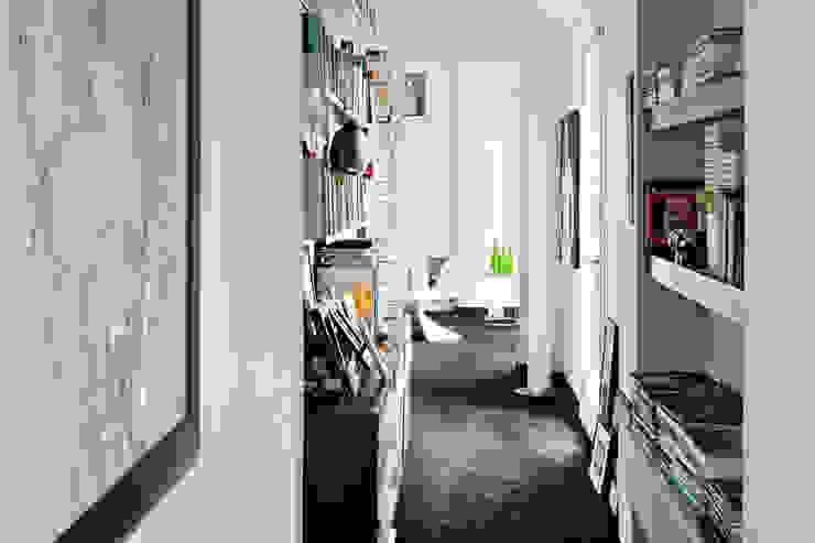 Pasillos, vestíbulos y escaleras de estilo moderno de PAOLO FRELLO & PARTNERS Moderno