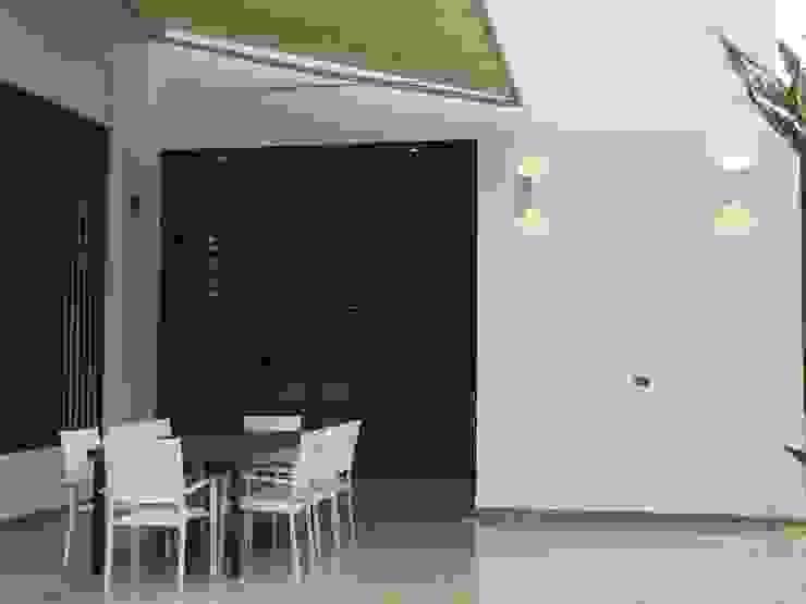 Casas Campestres Balcones y terrazas de estilo moderno de Arquitectos y Entorno S.A.S Moderno
