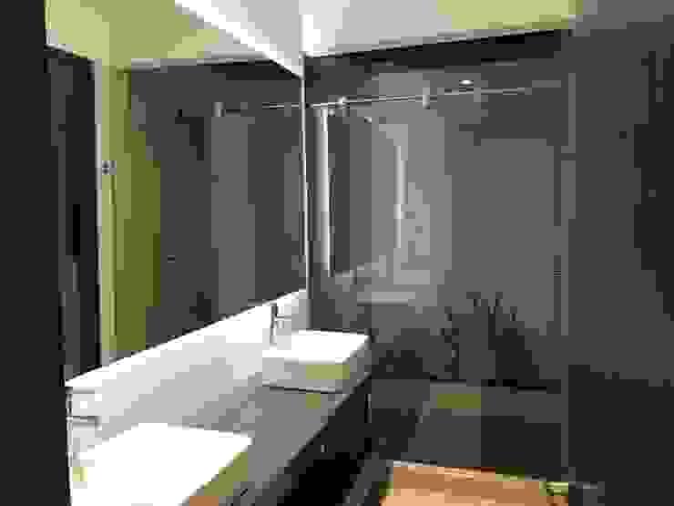 Baños de estilo moderno de Arquitectos y Entorno S.A.S Moderno