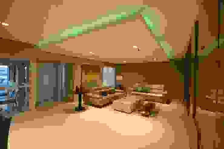 Iluminação colorida na sanca de gesso! por Arquiteta Carol Algodoal Arquitetura e Interiores Moderno Madeira Efeito de madeira