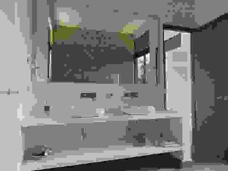 : Baños de estilo  por Arquitectos y Entorno S.A.S, Minimalista