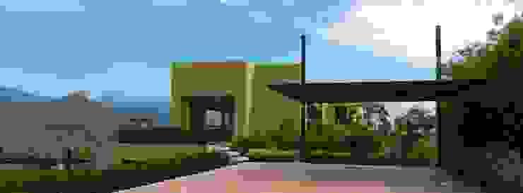 : Casas de estilo  por Arquitectos y Entorno S.A.S, Minimalista