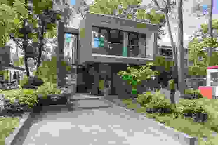 Wonen in het bos. van Bongers Architecten Modern