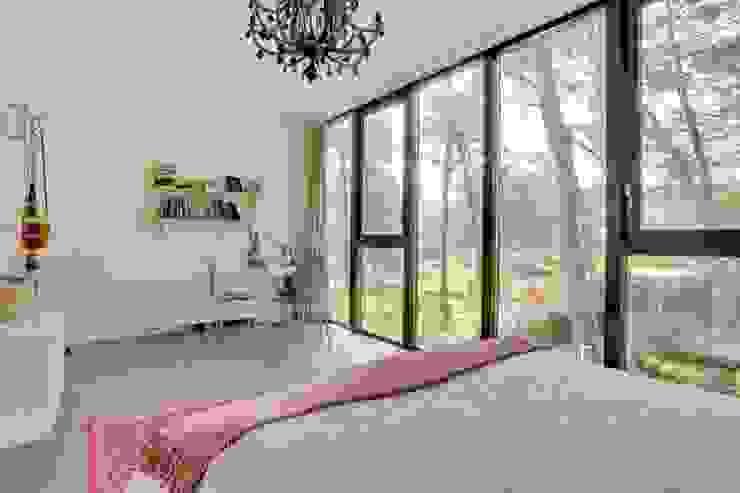 Wonen in het bos. Moderne slaapkamers van Bongers Architecten Modern