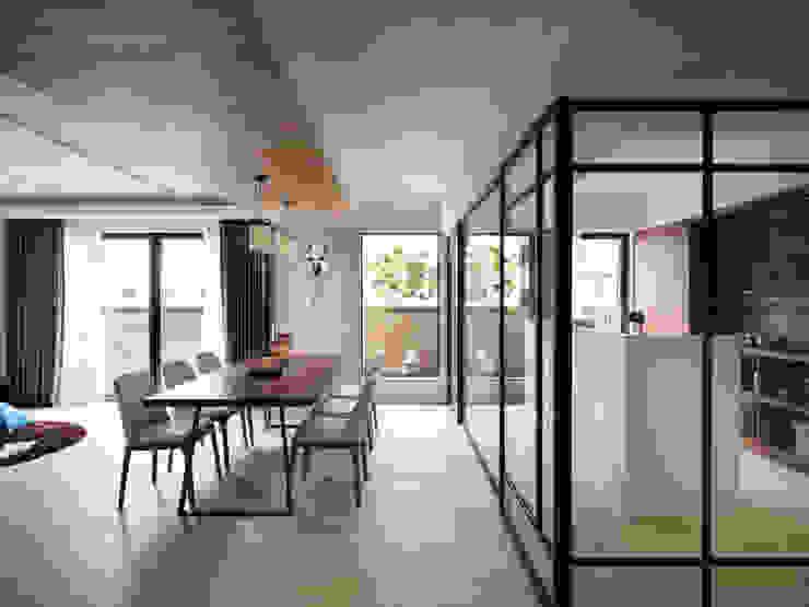 Scandinavian style dining room by 星葉室內裝修有限公司 Scandinavian
