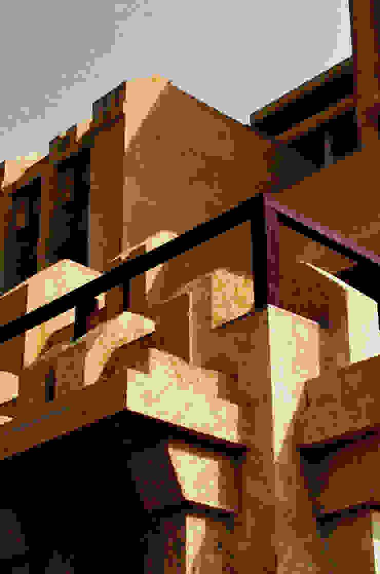 Chaukor Studio Casas de estilo ecléctico