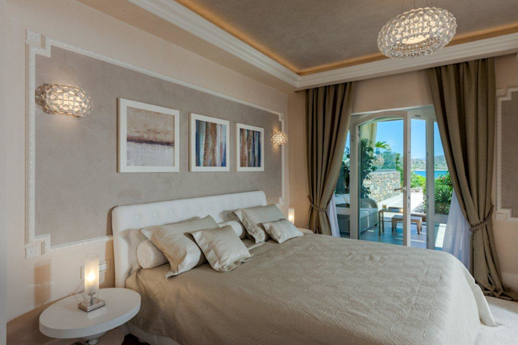 Villa Olivia, una residenza di lusso con vista mozzafiato sull'Egeo e spiaggia privata Camera da letto in stile mediterraneo di Studio D73 Mediterraneo