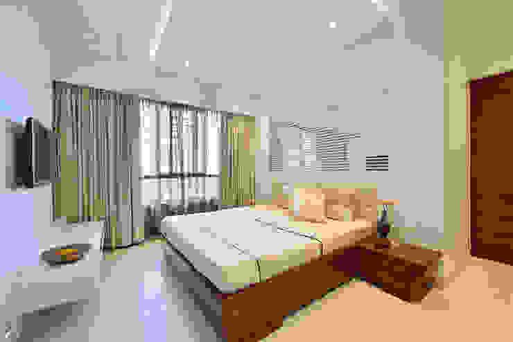 Master bedroom- Residence at DLF Phase IV, Gurugram Minimalist bedroom by homify Minimalist