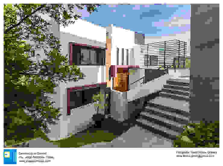 Fachada Frontal: Casas unifamiliares de estilo  por Excelencia en Diseño,