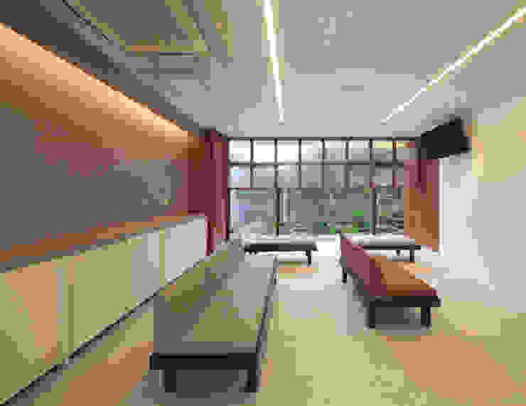 Cliniche in stile asiatico di の ざ き 設 計 Asiatico
