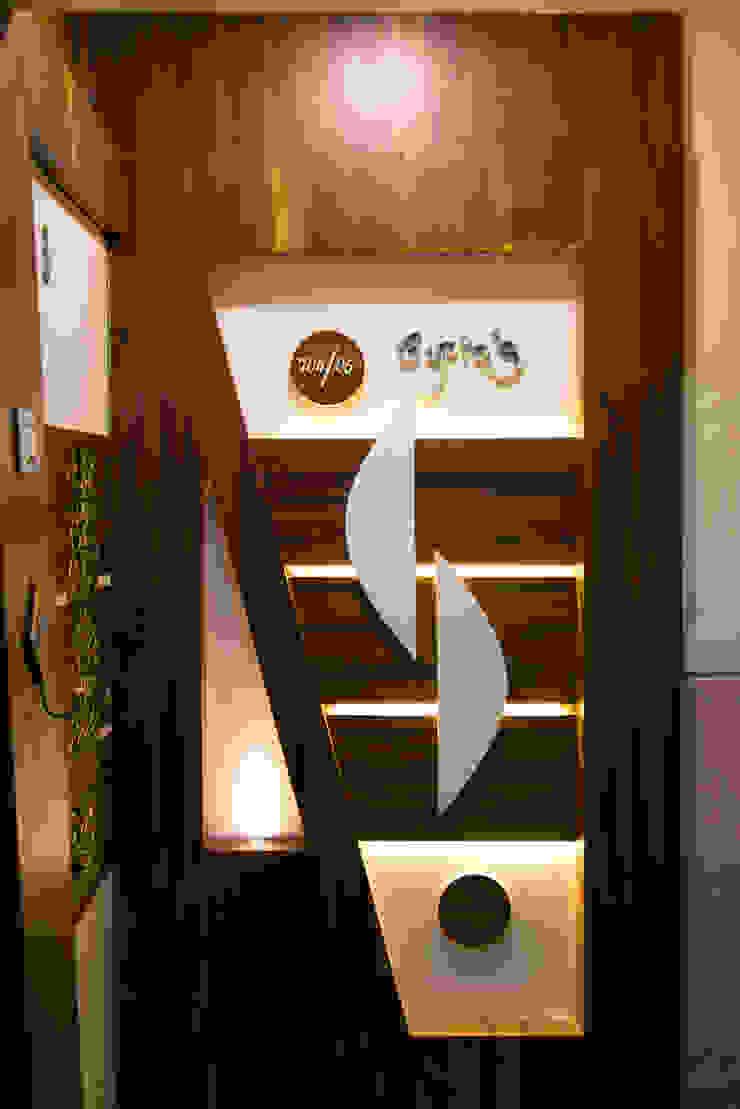 Door design Minimalist corridor, hallway & stairs by The inside stories - by Minal Minimalist Wood Wood effect