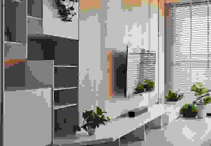 旭日風暖 现代客厅設計點子、靈感 & 圖片 根據 思維空間設計 現代風