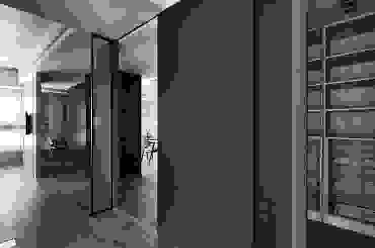 穿透空間 現代風玄關、走廊與階梯 根據 思維空間設計 現代風