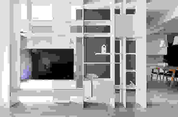 青釀 思維空間設計 现代客厅設計點子、靈感 & 圖片