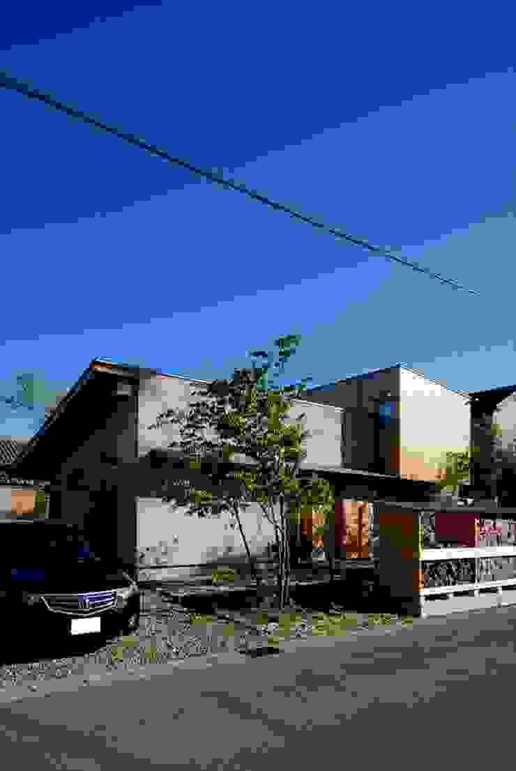 Casas ecléticas por 神谷建築スタジオ Eclético