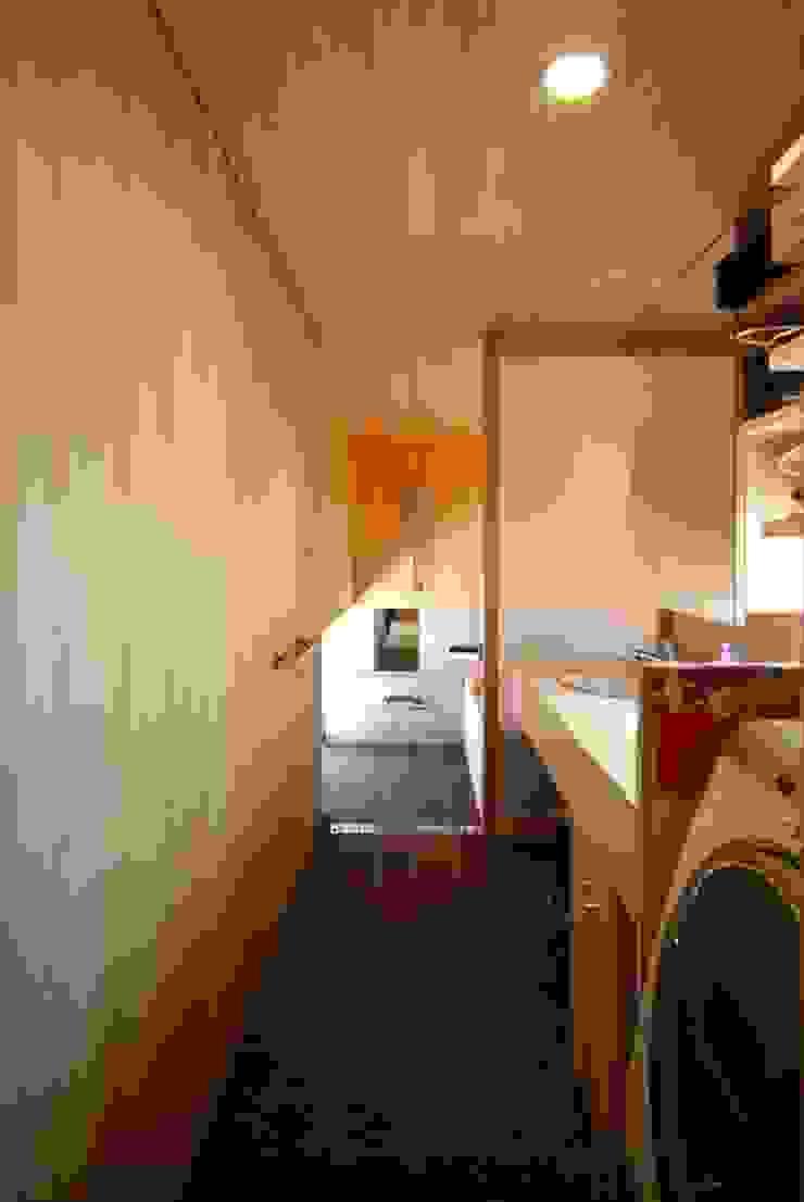Casas de banho ecléticas por 神谷建築スタジオ Eclético