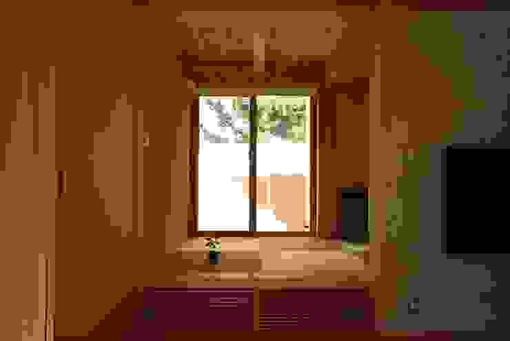Salas multimédia ecléticas por 神谷建築スタジオ Eclético