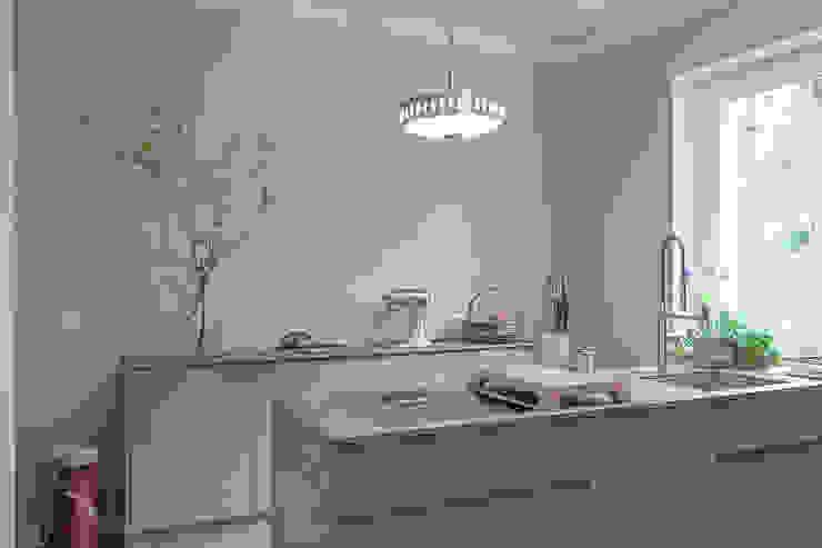 Minimalistische keukens van Lena Klanten Architektin Minimalistisch Kalksteen