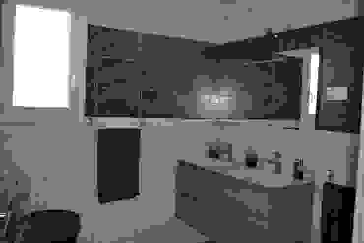 Nowoczesna łazienka od KREA Koncept Nowoczesny