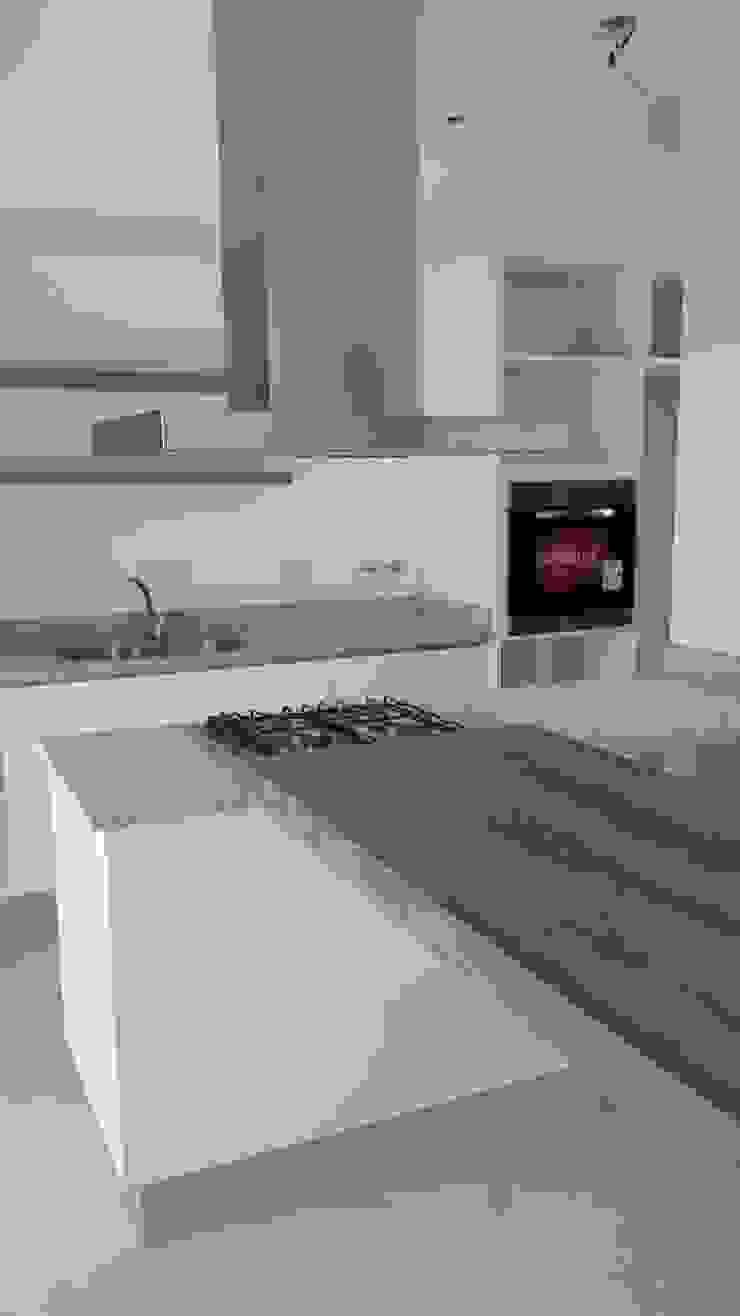Modern style kitchen by Estudio Victoria Suriguez Modern